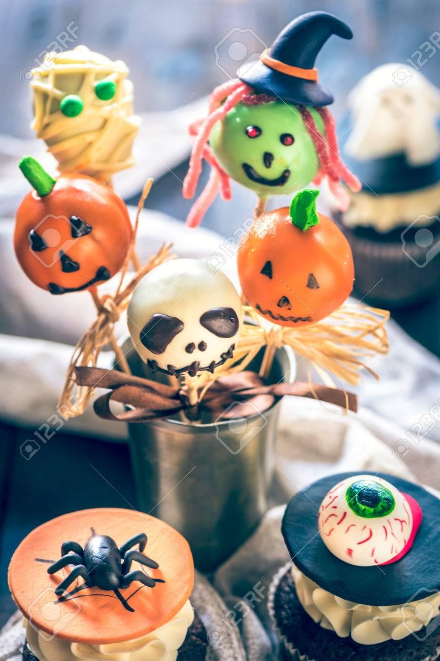 Kuchen Knallt Und Cup Kuchen Dekoration Fur Halloween Selektiven