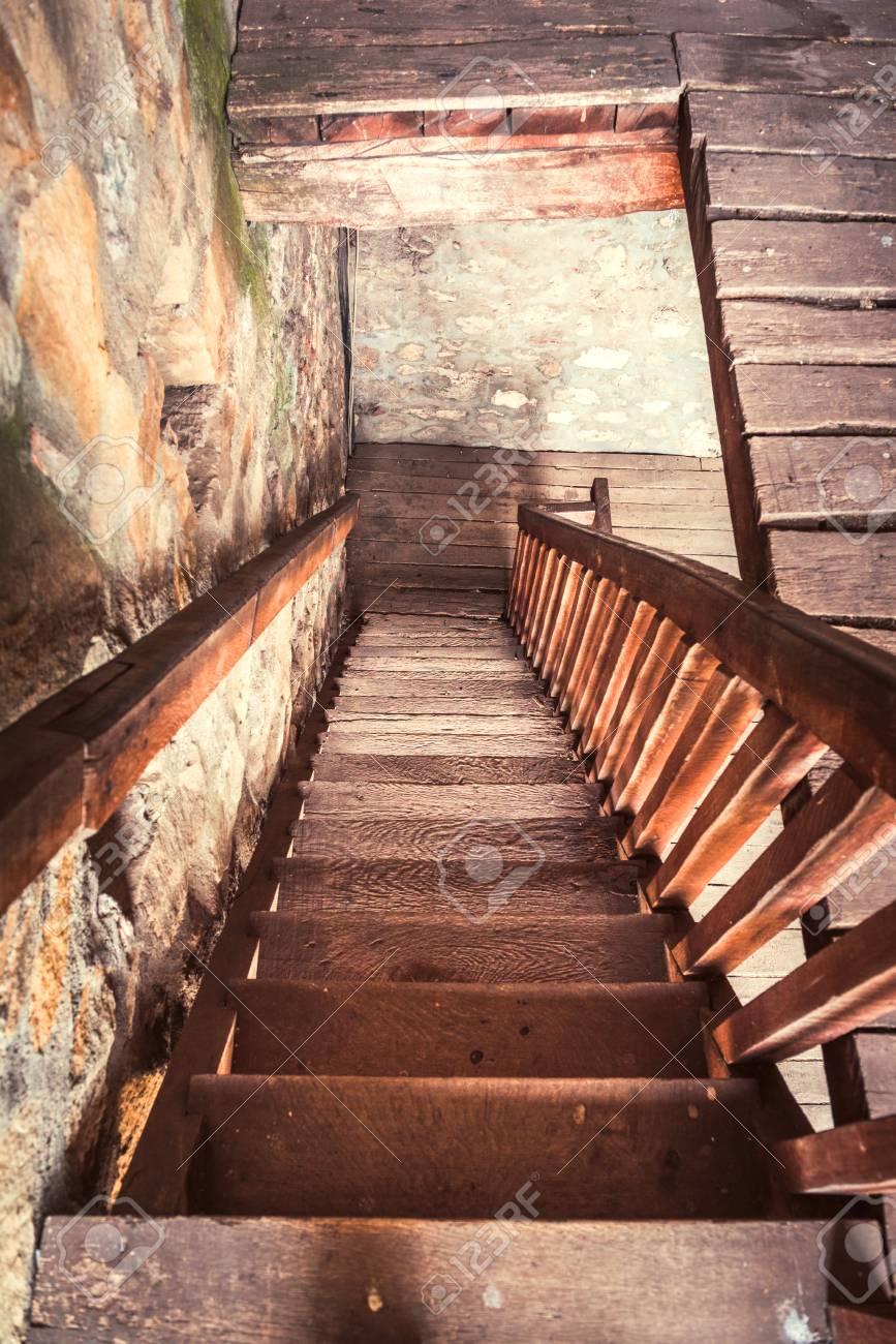 Ancien Escalier En Bois Orientation Selective