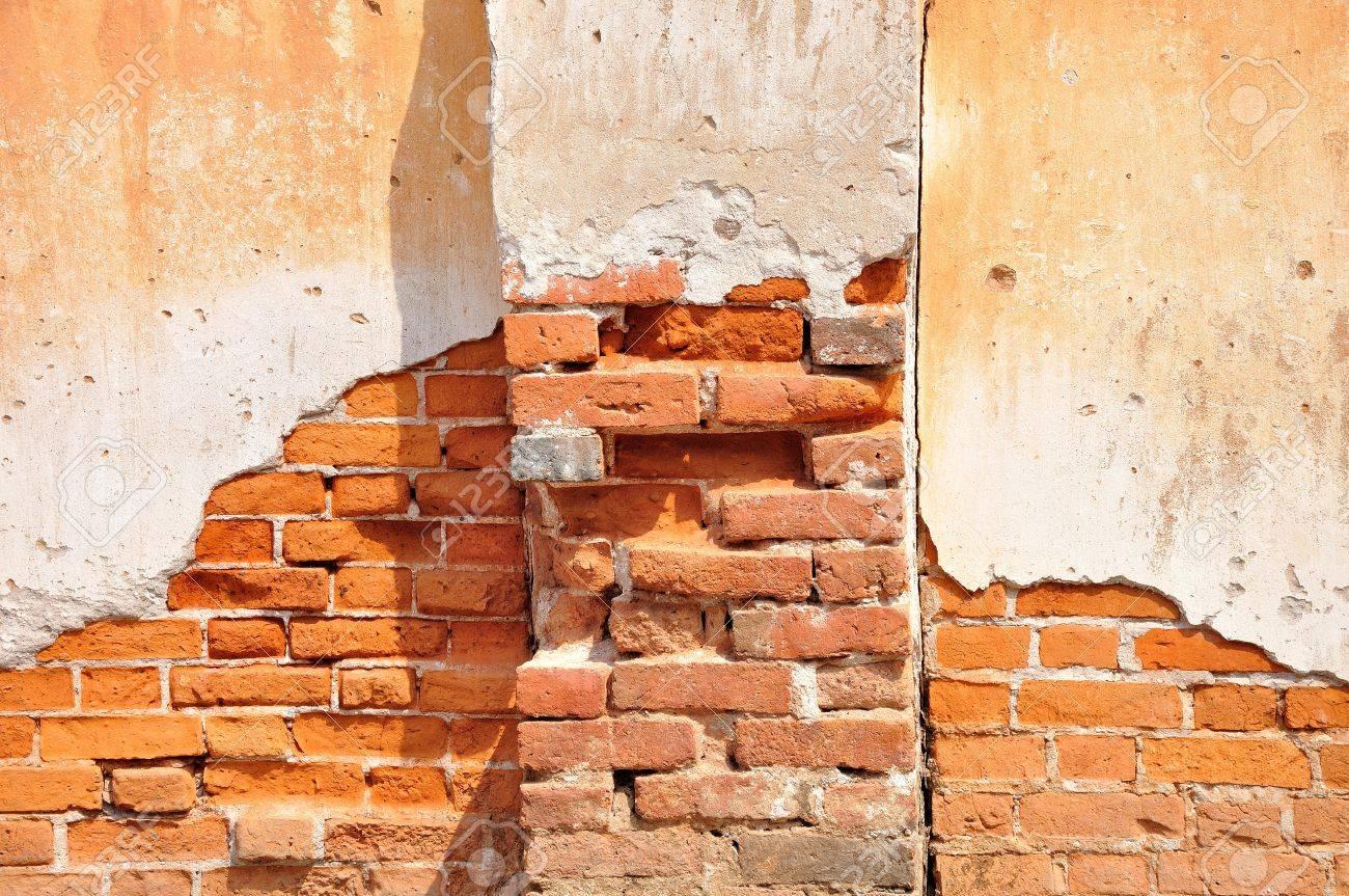 Argile Rouge Tachée Sur Le Mur Blanc De Brique Béton Apparent Avec ...