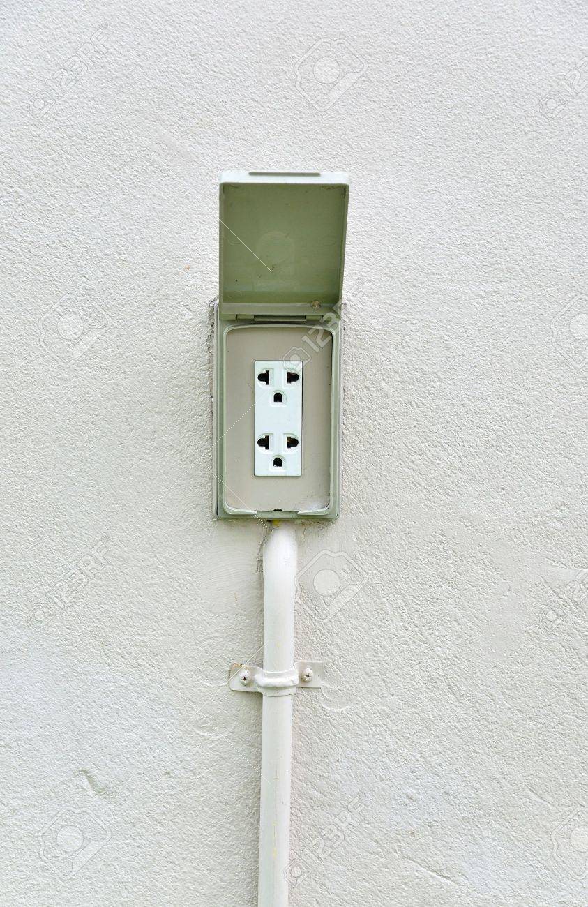 220 Volt Outlet >> 220 Volt Waterproof Outdoor Electrical Power Outlet At Outside