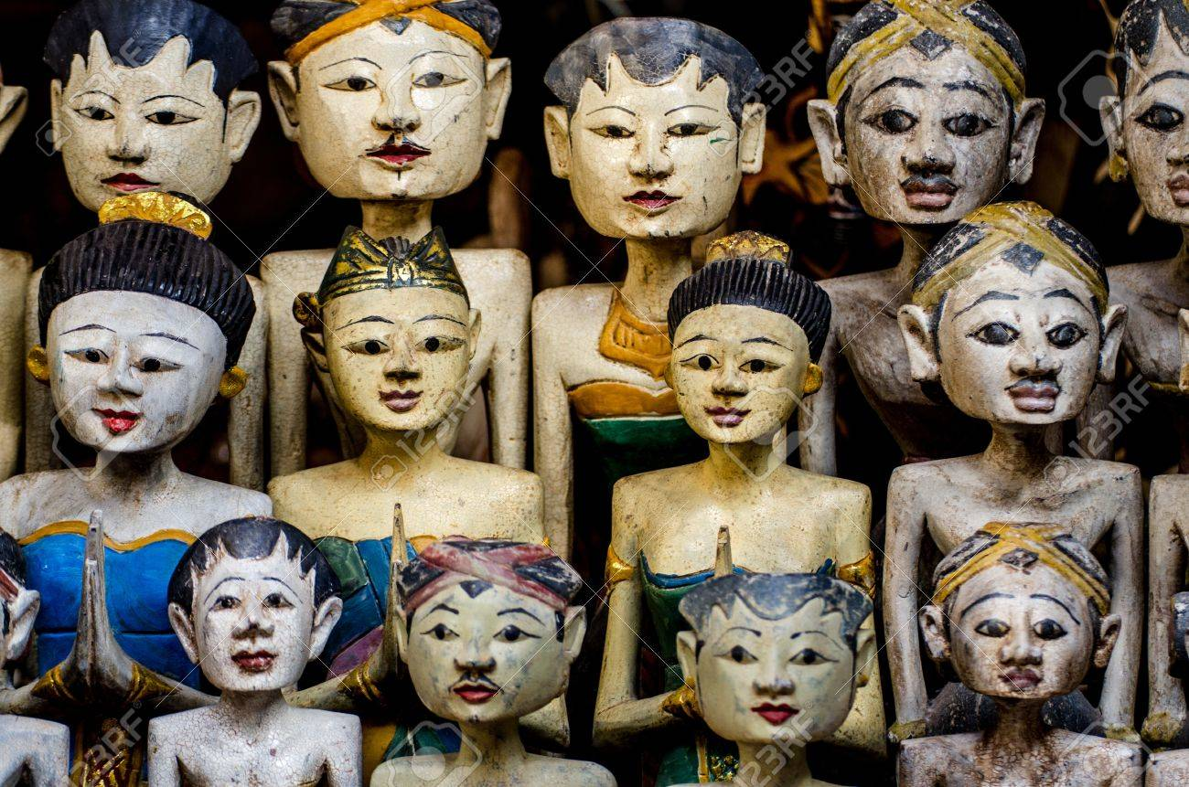 faces of asian wooden dolls in a market Stock Photo - 15032867
