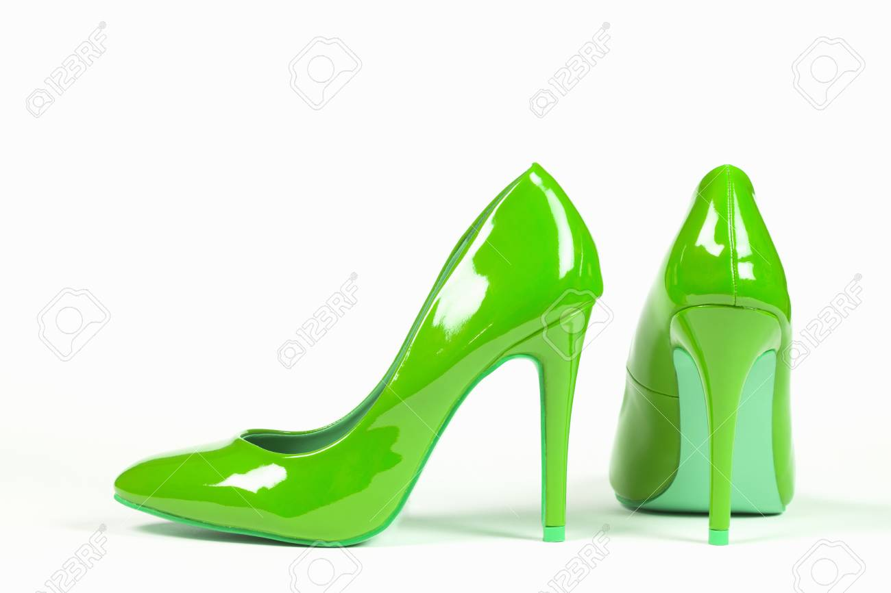 Los Tacones El Verdes Fondo En Zapatos Blanco Altos Atractivos Están De nwP8X0kNO