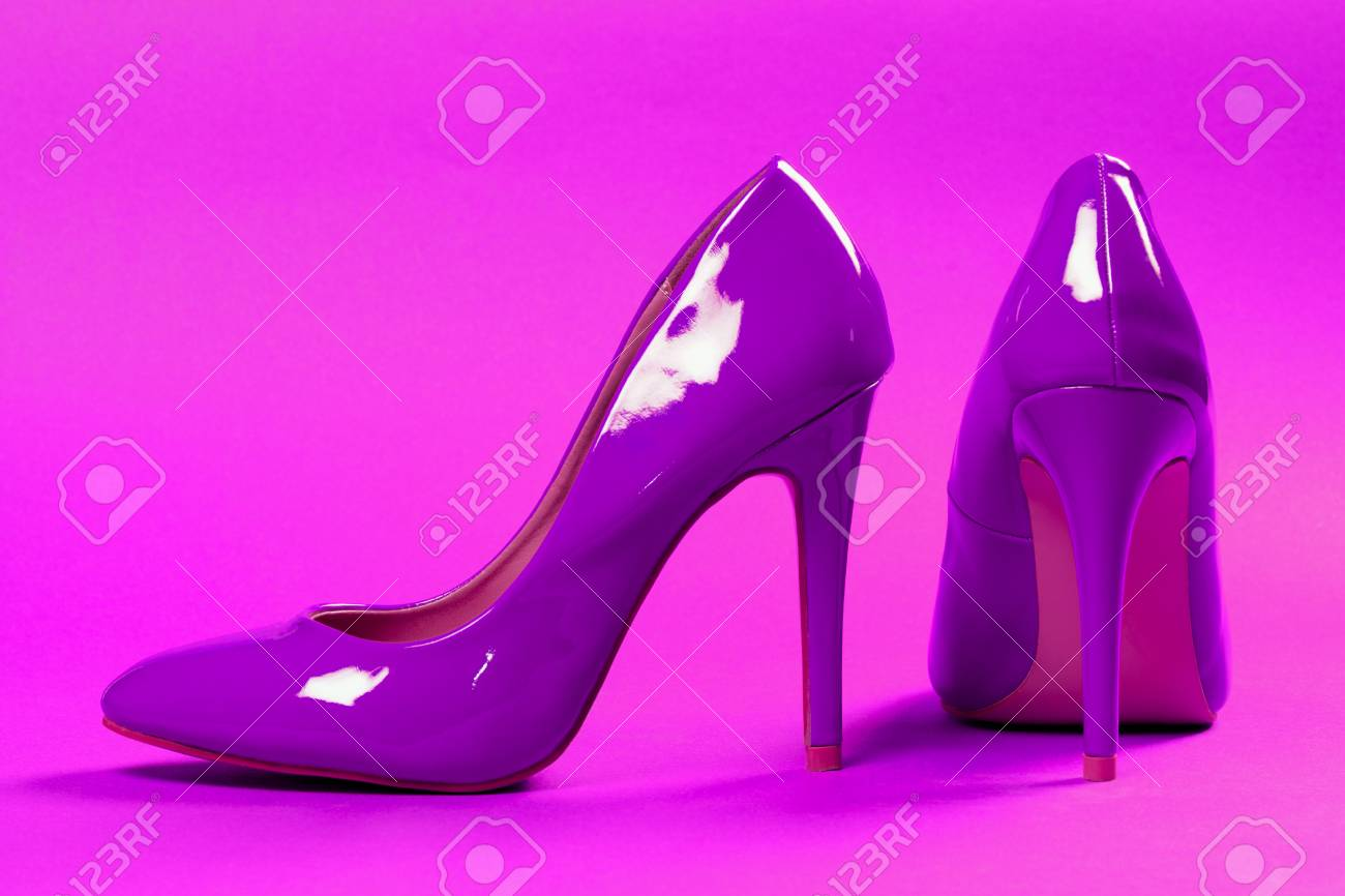 Altos Tacones De Están Fondo Los Zapatos Púrpuras Atractivos En Los qYwg6Ax