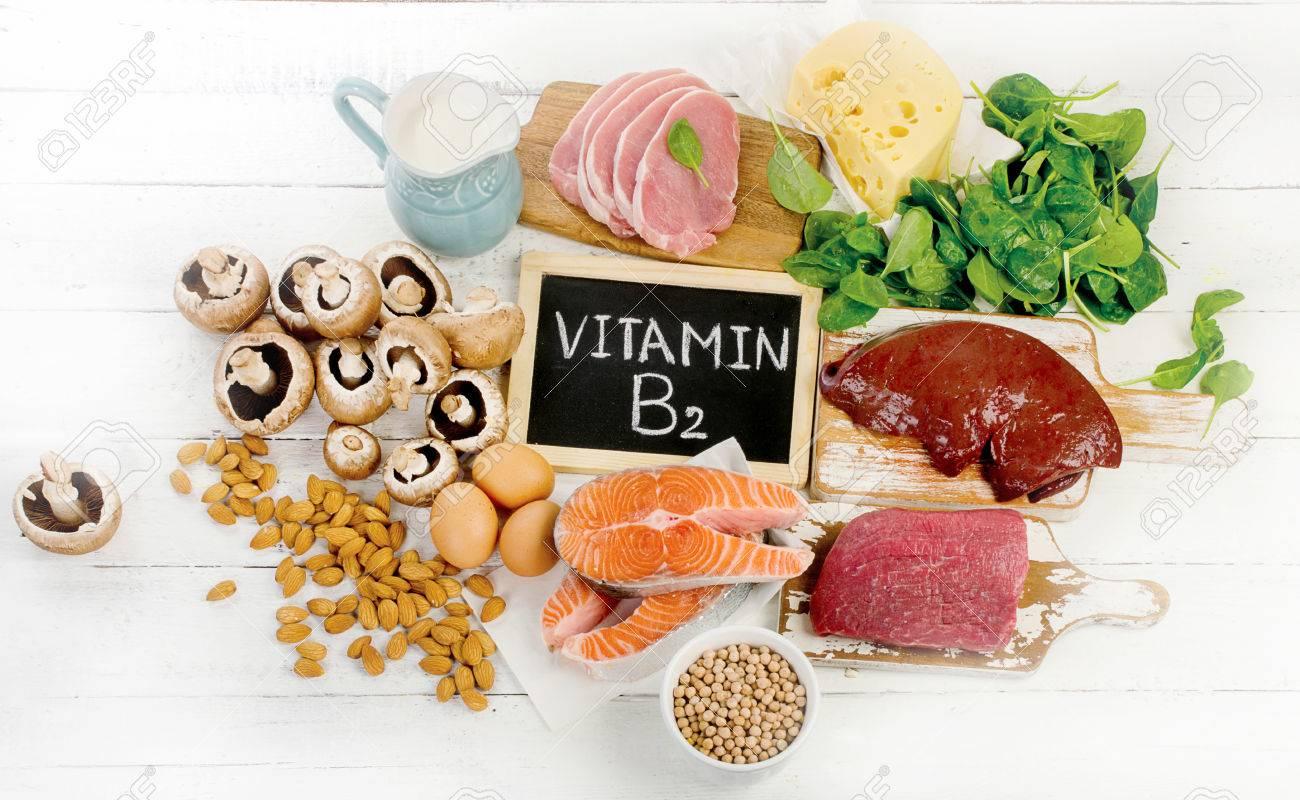 Lebensmittel am höchsten in Vitamin B9 (Riboflavin). Gesundes Essen. Flach  liegen