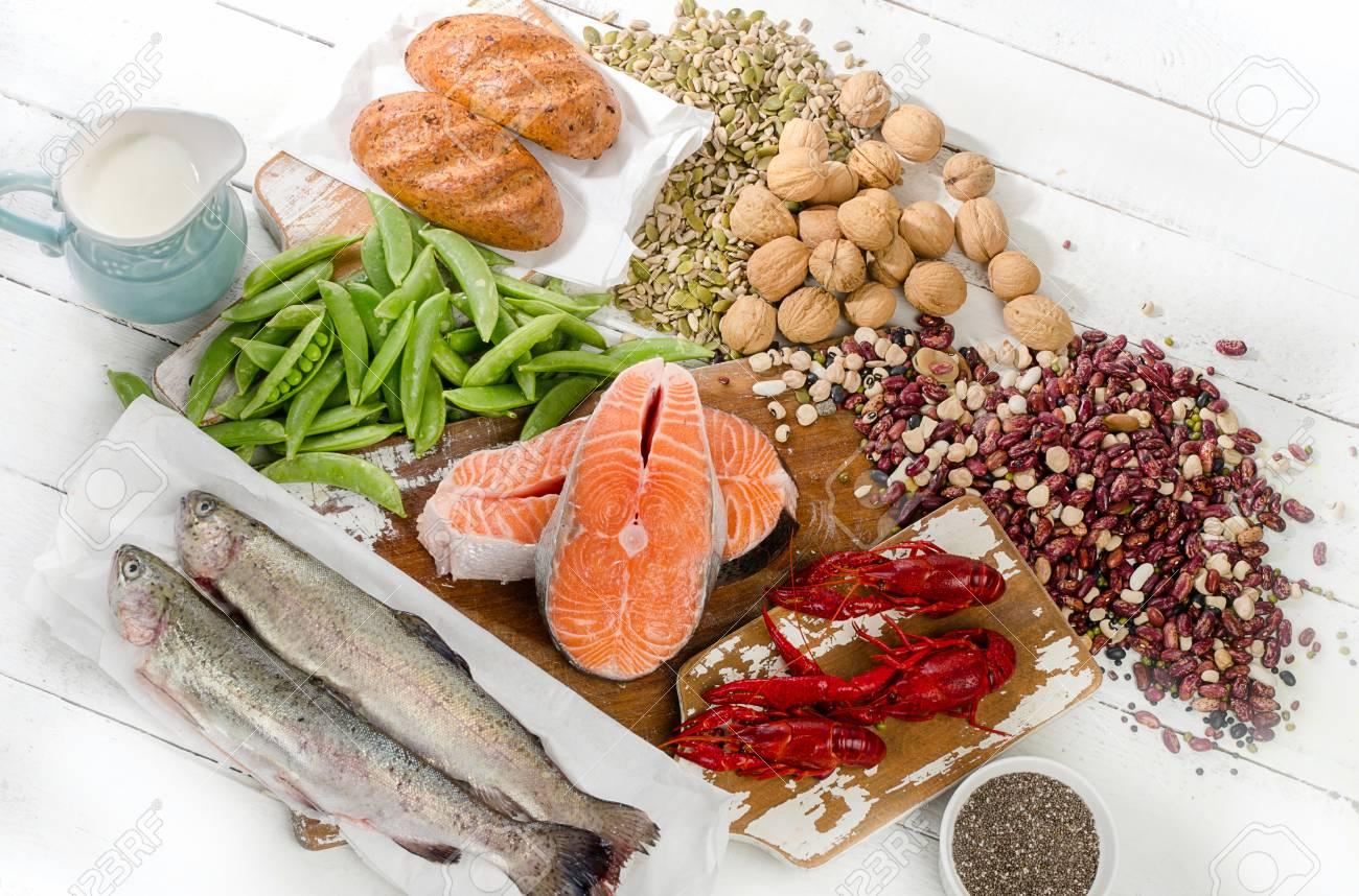 alimenti più alti di vitamina b1. dieta sana. vista dall'alto foto