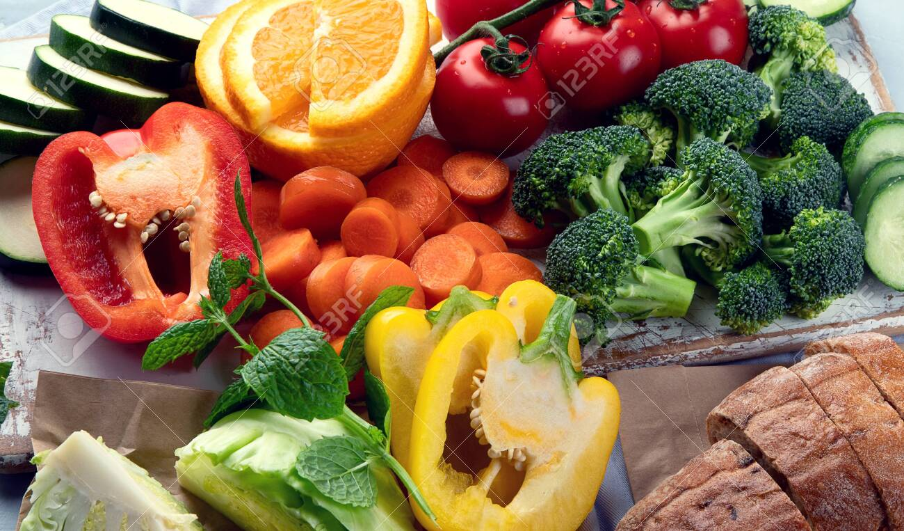 Low glycemic healthy foods for diabetic diet. Food with foods high in vitamins, minerals, antioxidants, smart carbohydrates. - 145763280
