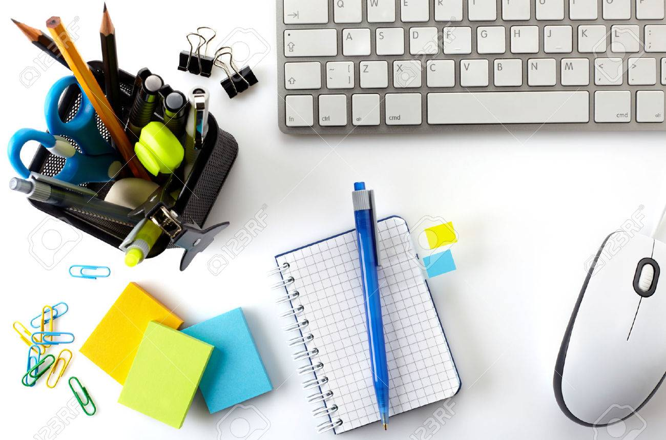 Office Desktop Mit Tastatur Maus Notebook Und Korb Von