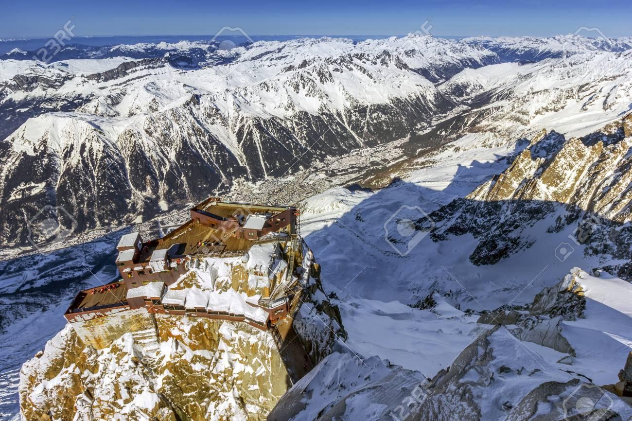Vista A Volo D Uccello Sulle Terrazze Dell Aiguille Du Midi La Più Alta Delle Aiguilles Del Monte Bianco Chamonix Che Offre Una Vista Mozzafiato Di
