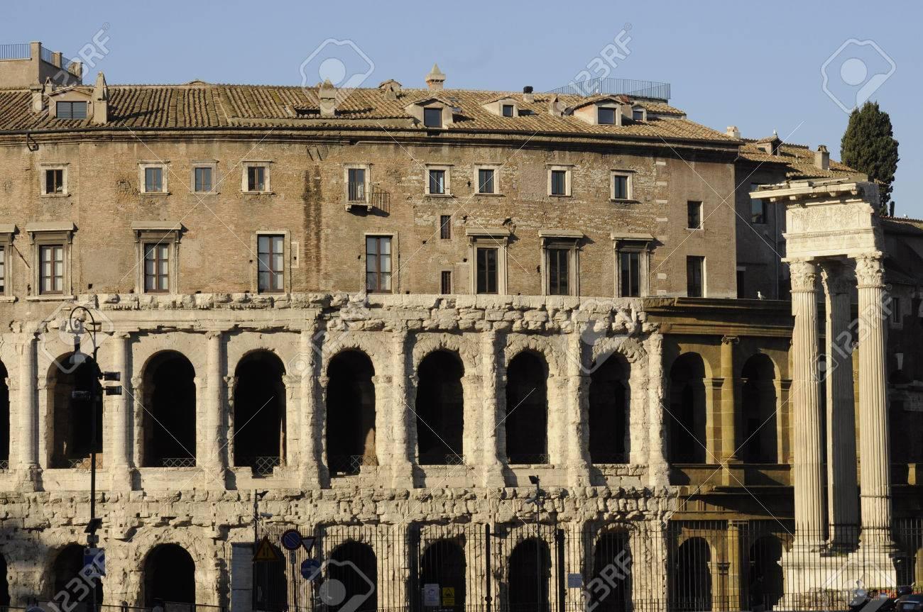 マルケッルス劇場、ローマ、イタ...