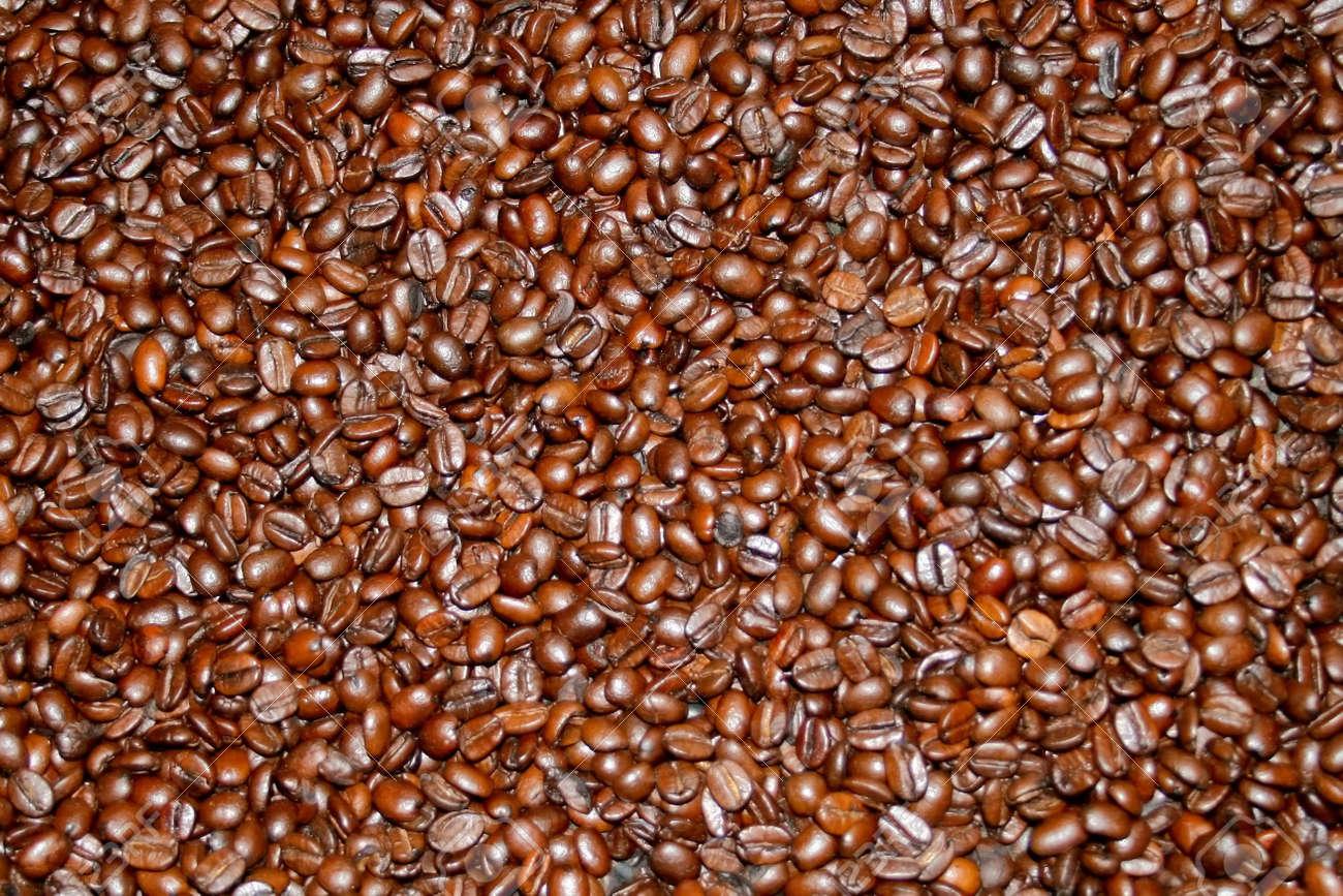 Dark brown fresh roasted coffee beans background Stock Photo - 811976