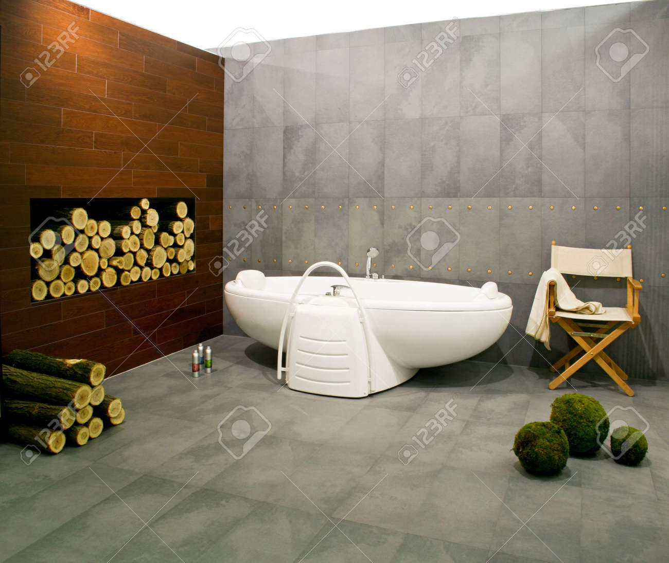 Big bathroom in cottage with wood log Stock Photo - 3133559