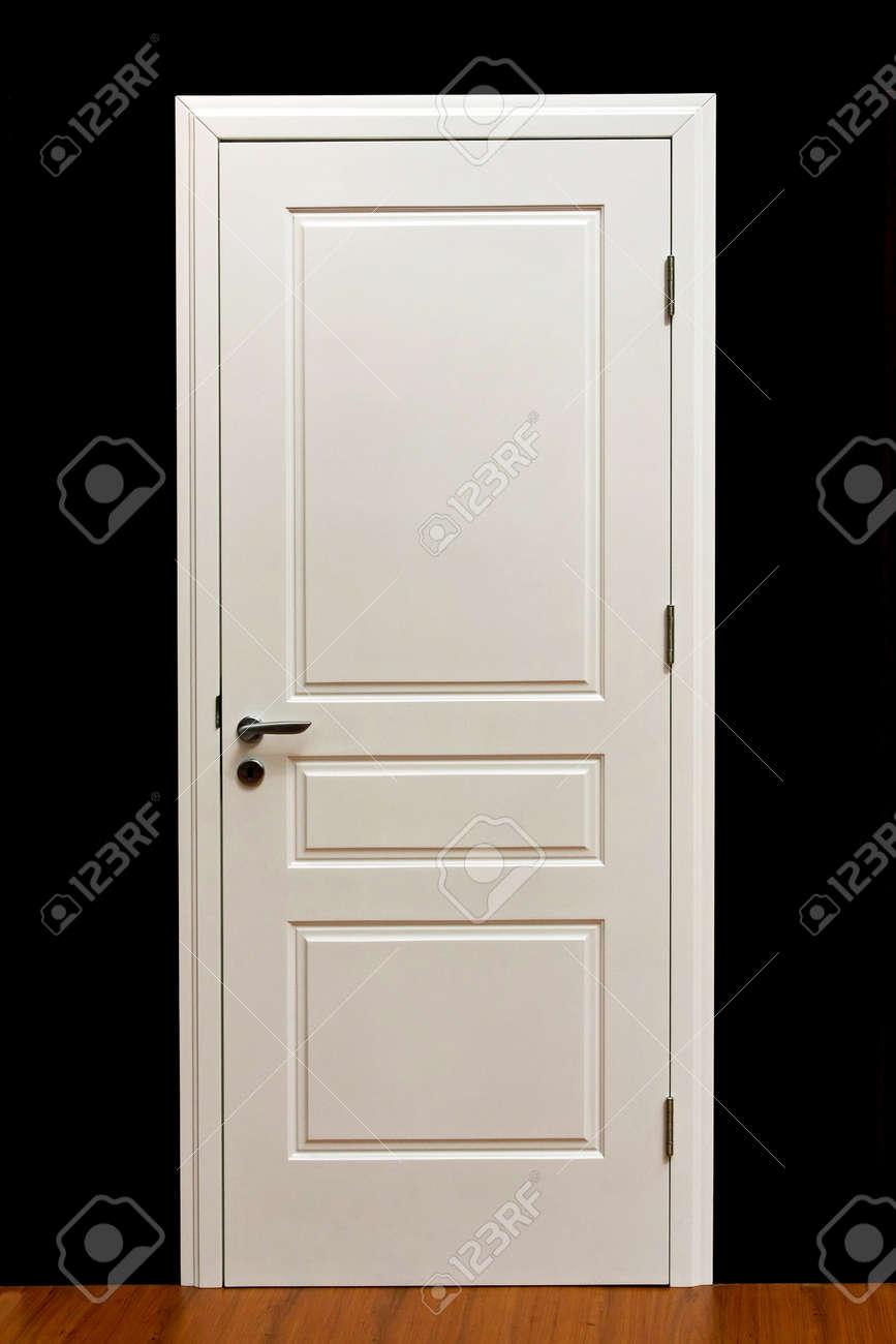 Banque d\u0027images , Fermé peinture blanche dans la maison de porte intérieur