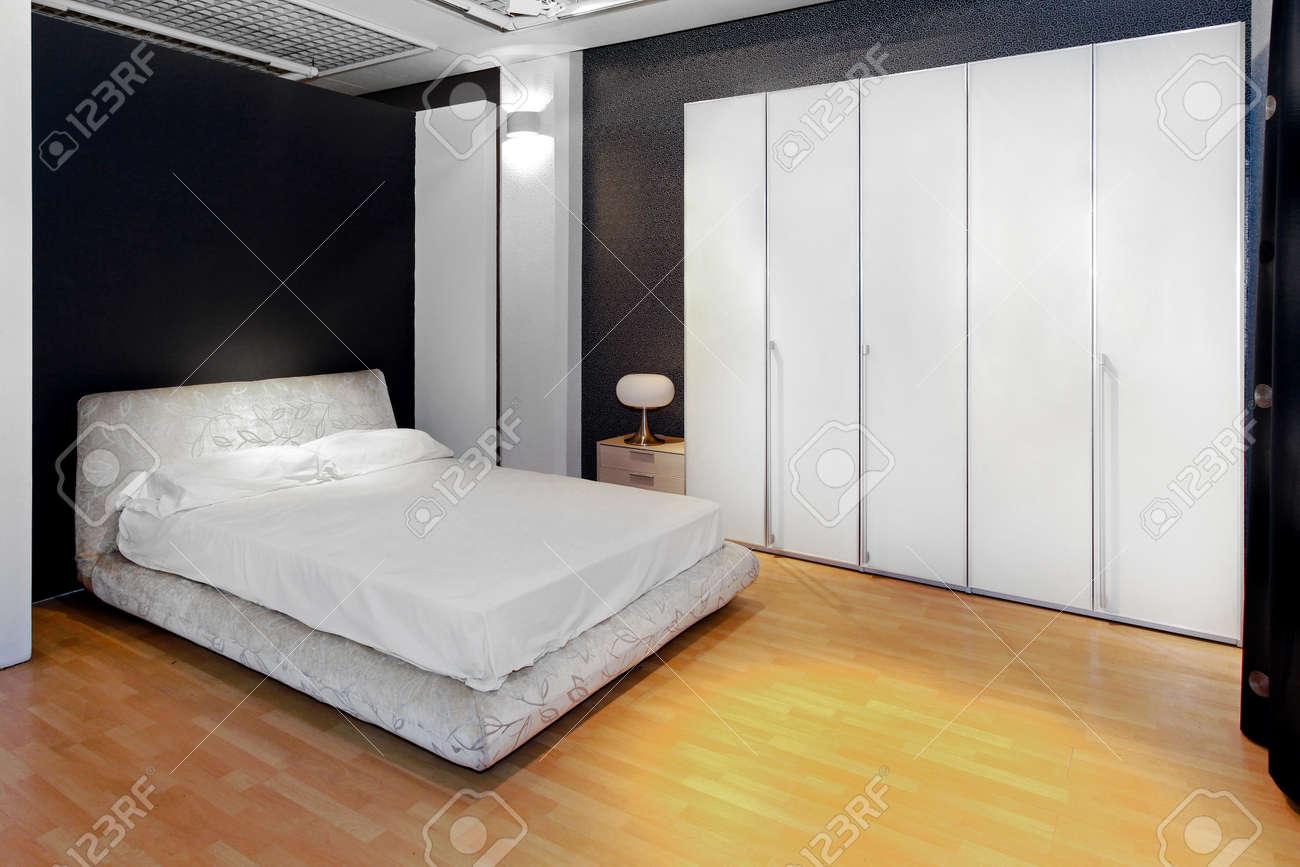 Intérieur De La Chambre à Coucher Avec Placard Big White Garde Robe