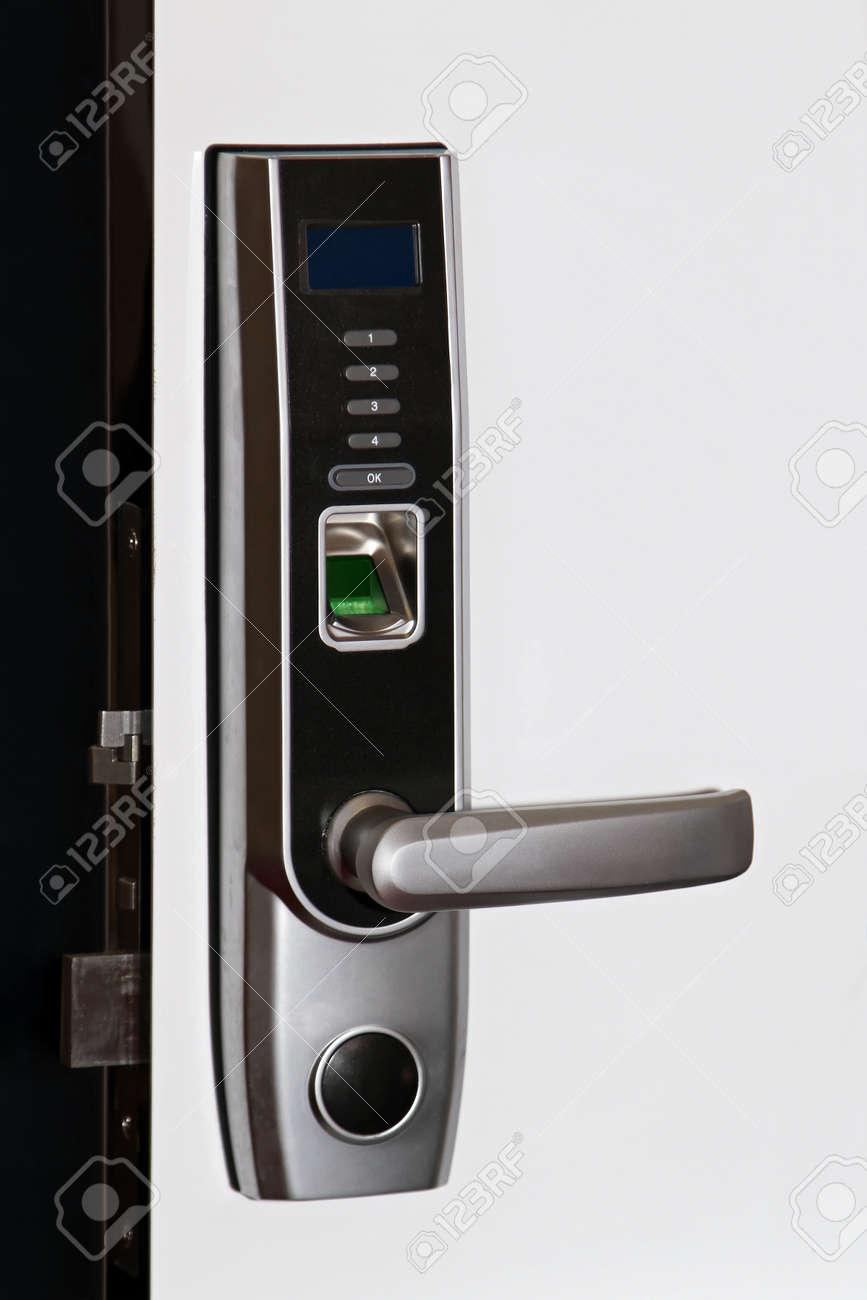 biometrische türsicherung zugang mit fingerabdruck-scanner