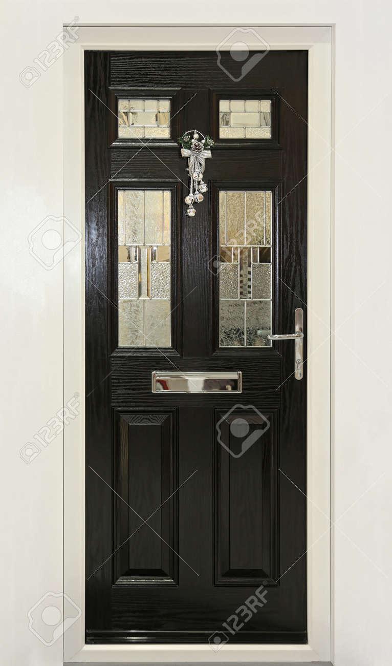 Extérieur de la porte d\'entrée maison avec décoration de Noël