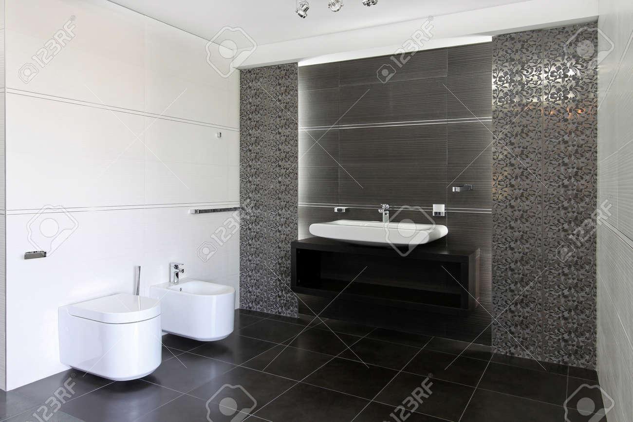 Schön Modernes Badezimmer Interieur In Grau Und Weiß Lizenzfreie Bilder   16732512