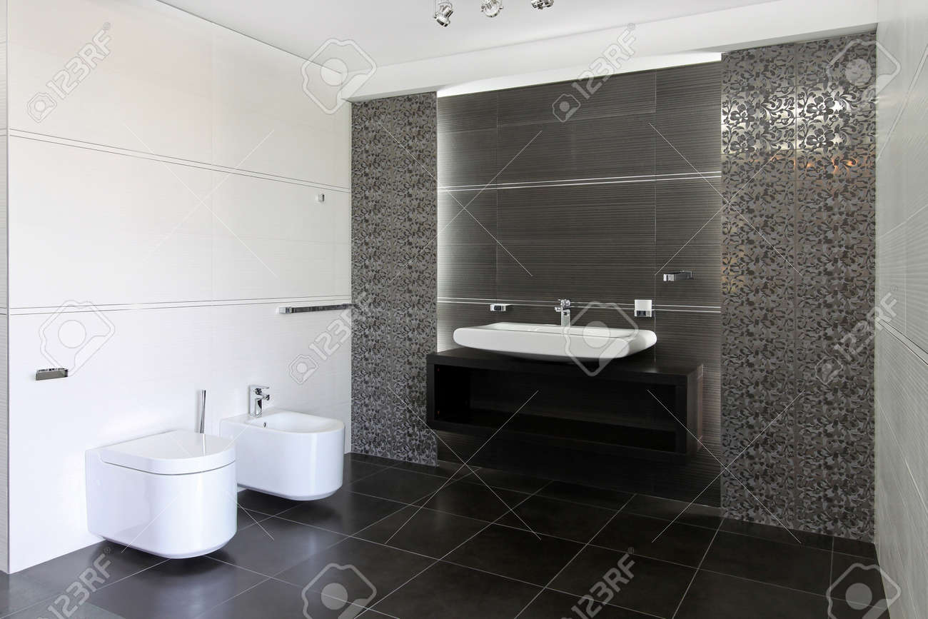 Interieur Salle De Bain Contemporaine En Gris Et Blanc