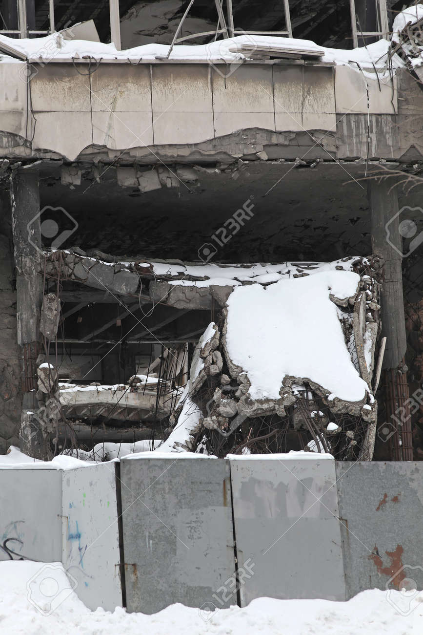 Destroyed building under snow after earthquake in winter Stock Photo - 17282577