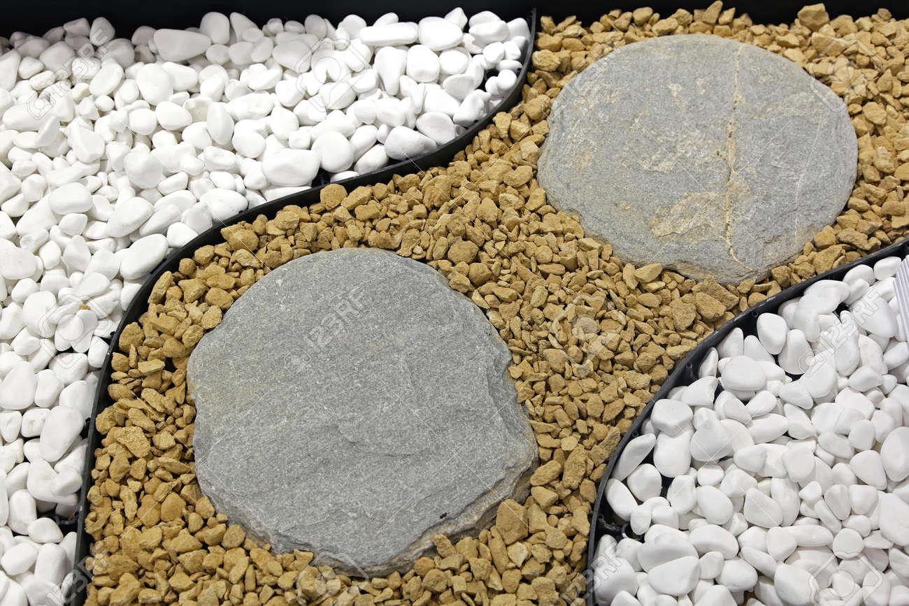 piedras decorativas para jardn paisajismo foto de archivo