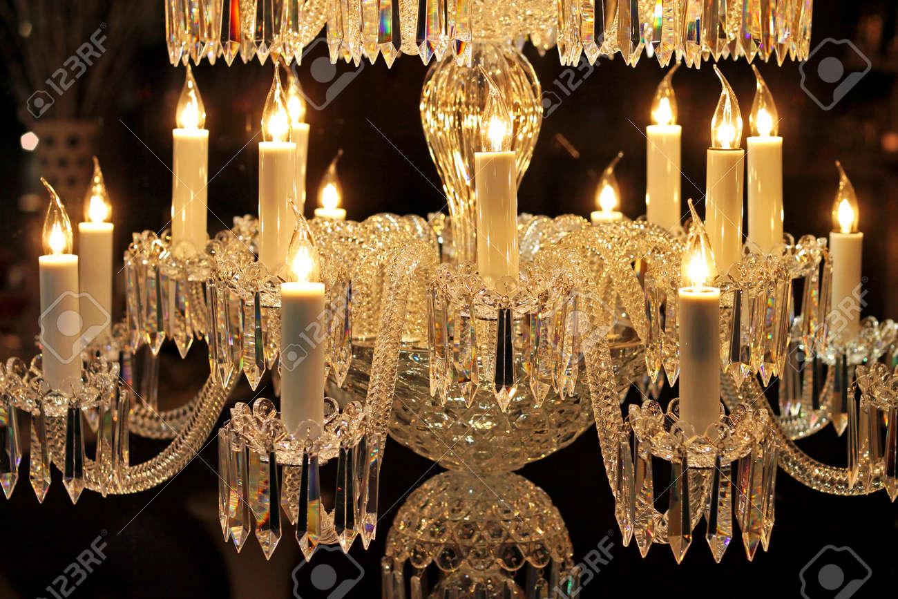 Kronleuchter Mit Kerzen Und Glühbirnen ~ Große kristall kronleuchter mit glühbirnen in kerzenform