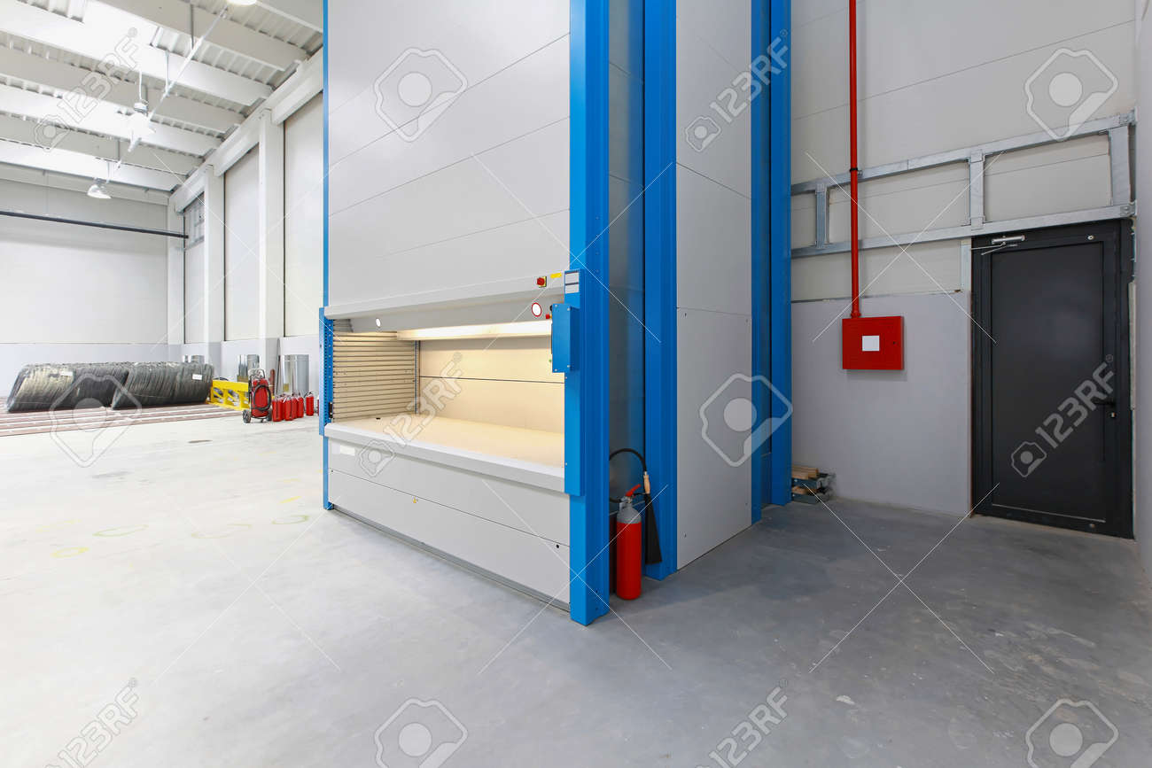 Stock Photo   Vertical Carousel Storage Unit In Distribution Warehouse
