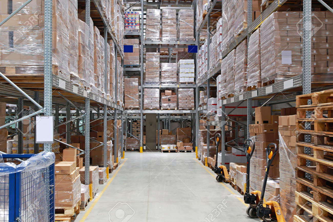 Storage shelving system in distribution warehouse Stock Photo - 26005946