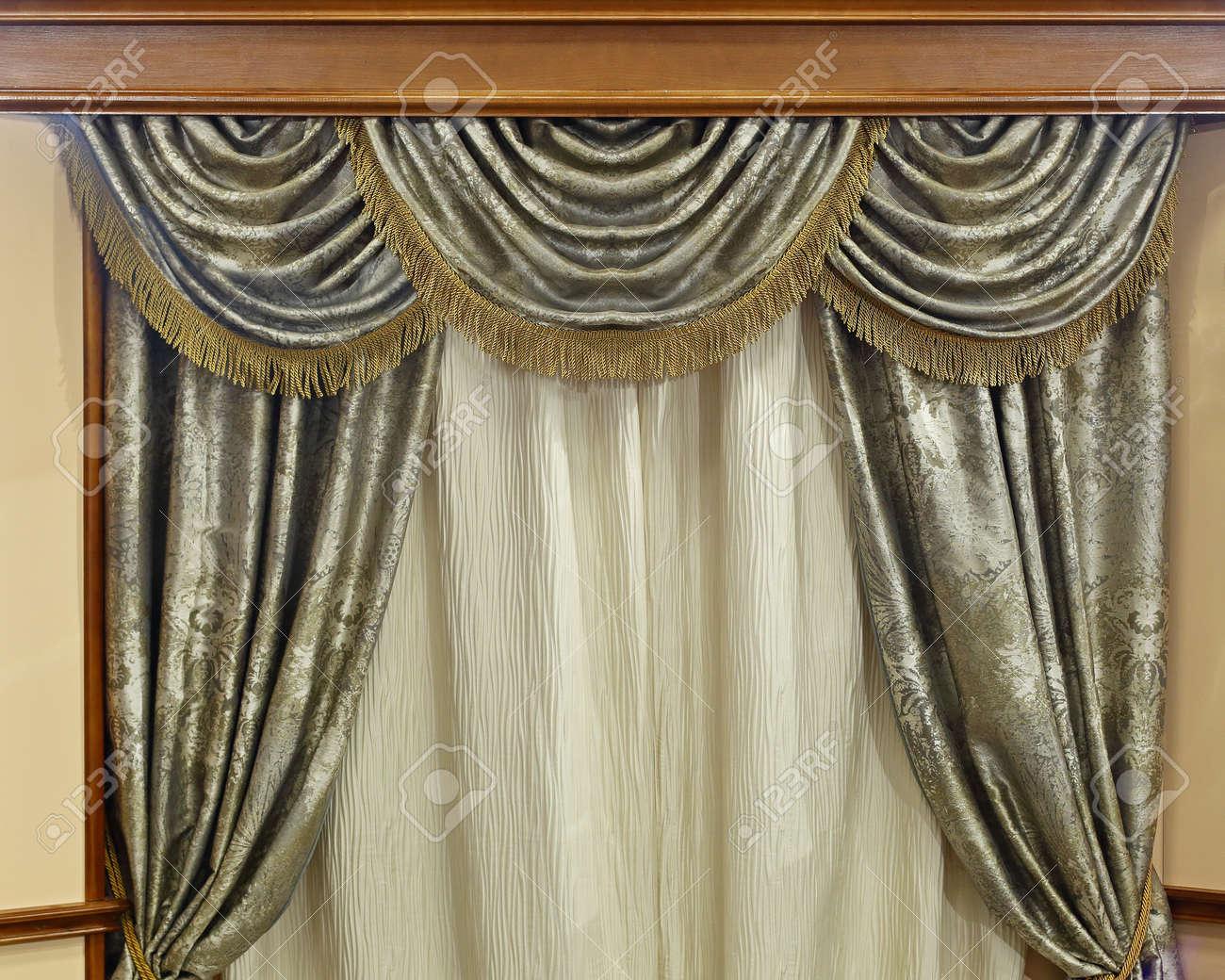 cortinas de lujo en casa interior estilo rstico foto de archivo