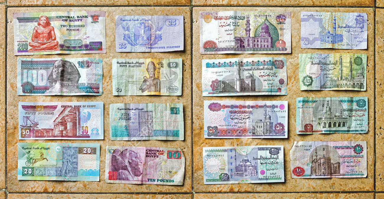 Le Caire Egypte 25 Fevrier Livres Egyptiennes L Argent Au Caire Le 25 Fevrier 2010 Billets De Banque Egyptiens Colores De Livre Au Caire Egypte