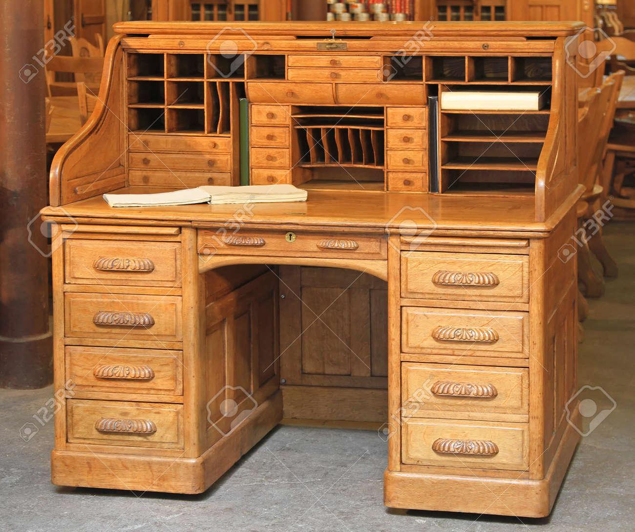 Vintage Secretary Desk >> Vintage Secretary Oak Wood Desk With Roll Top