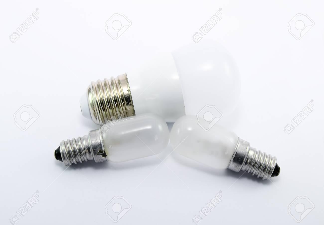 Kühlschrank Birne : Led lampe und kühlschrank birne auf weißem hintergrund lizenzfreie