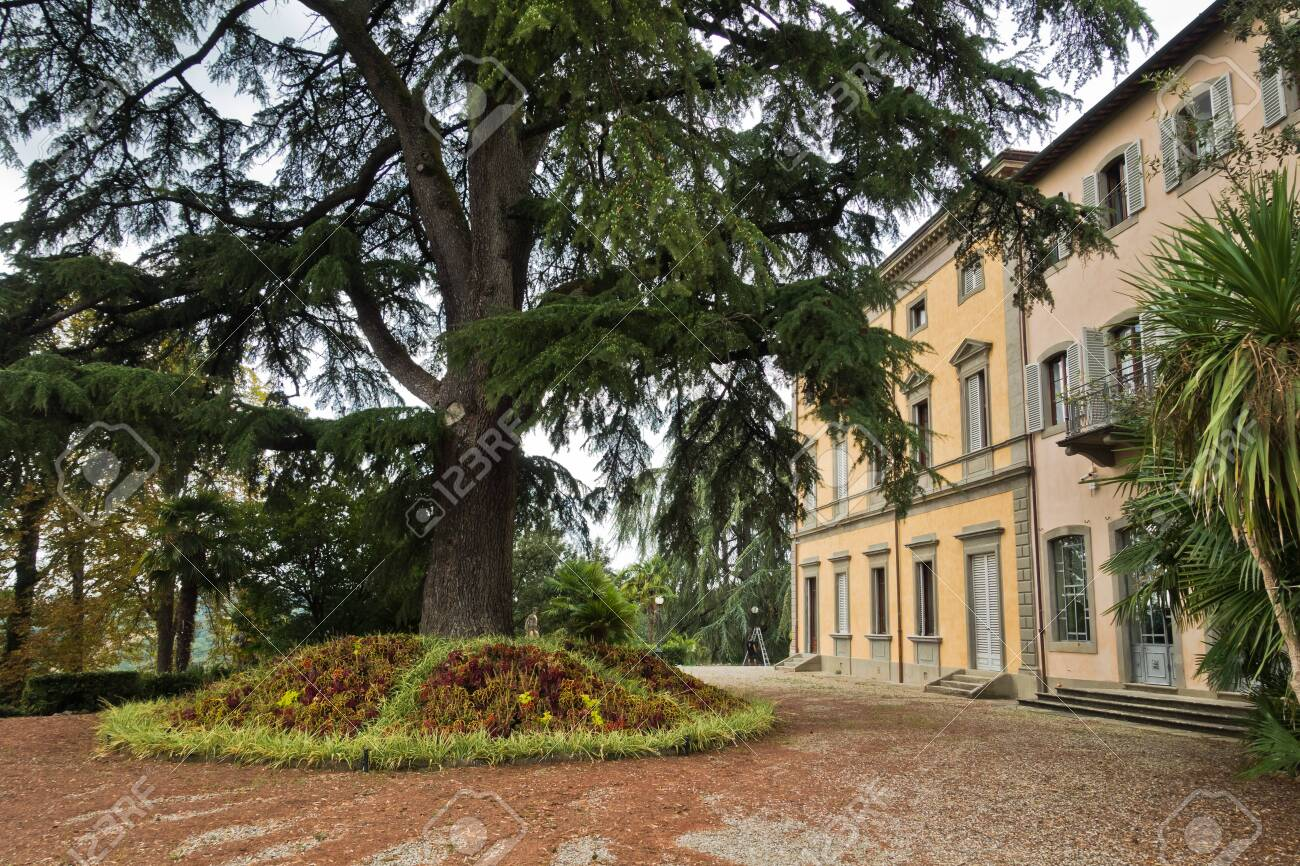 Villas Near Siena Italy hiking backroads of tuscany near beautiful villas at monaciano,..