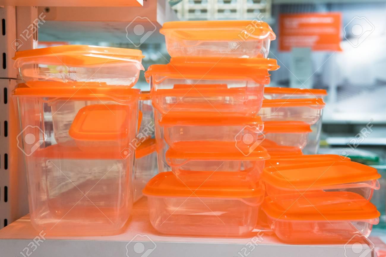 Immagini Stock Scatole Di Plastica Arancione Di Varie Dimensioni
