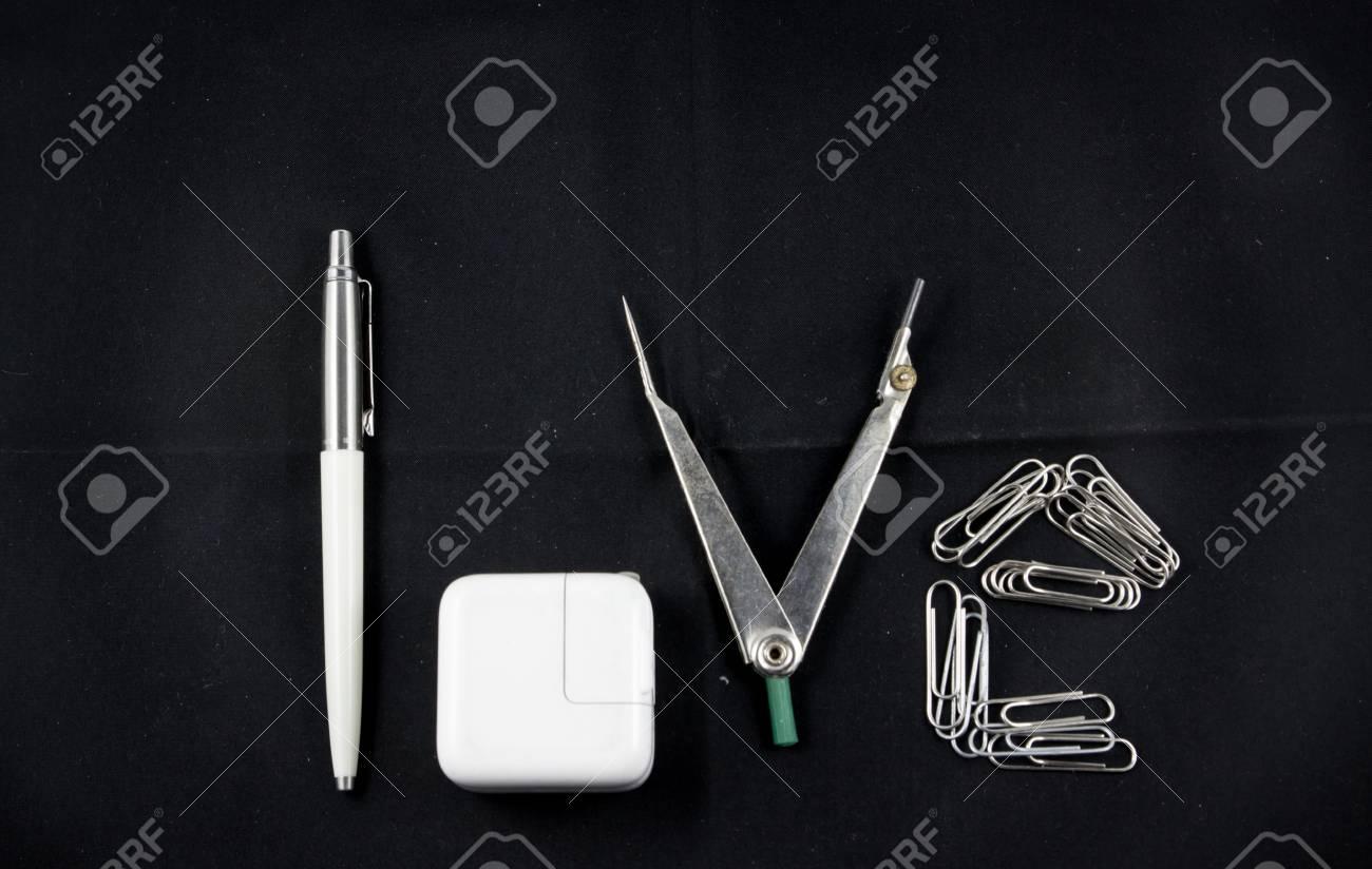 Word Love Erstellen Von Teilern Stift Buroklammer Lizenzfreie Fotos