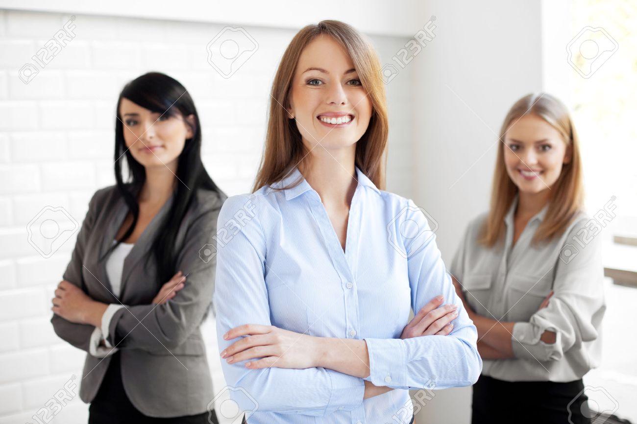 Team von glücklich Geschäftsfrauen Standard-Bild - 53953158