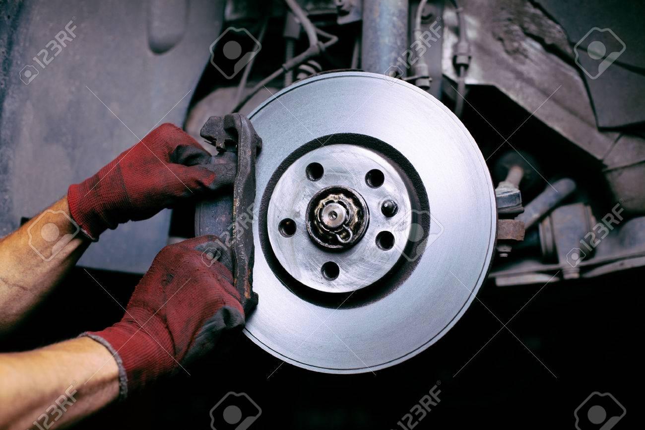 Changing brake pads Standard-Bild - 53953171