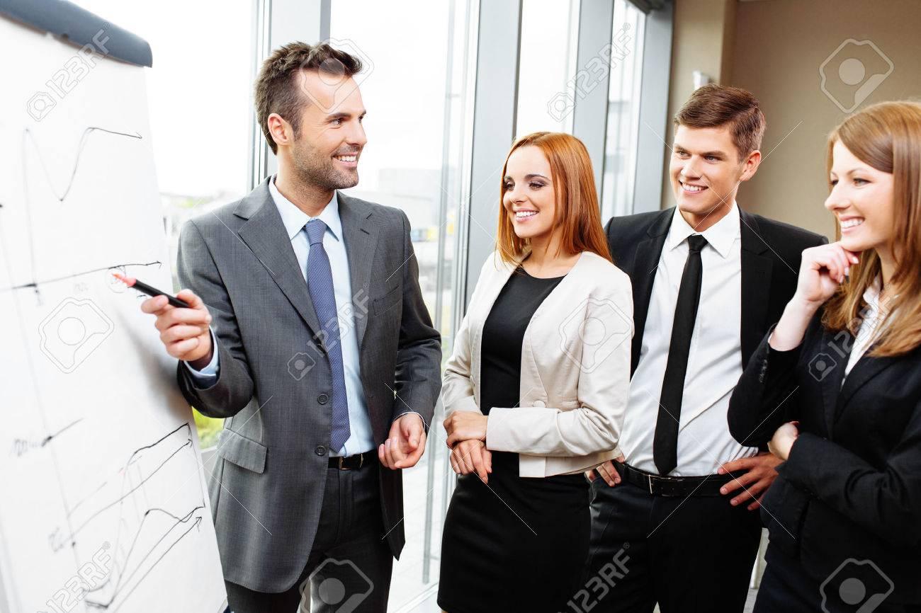 Businessman giving presentation on flipchart. Business meeting in the office Standard-Bild - 53954766