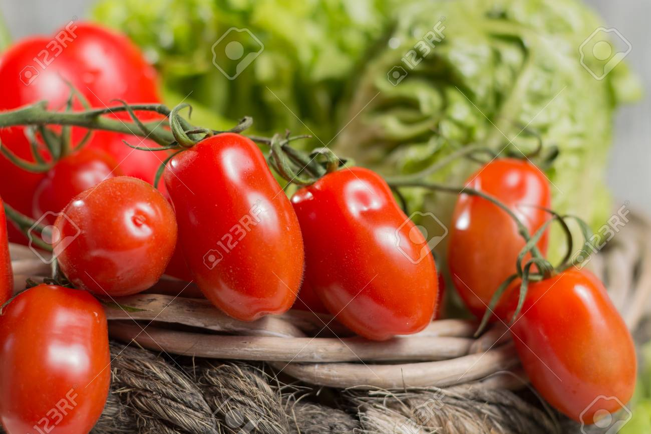 ingrédients pour le printemps frais et sain salade verte. vert