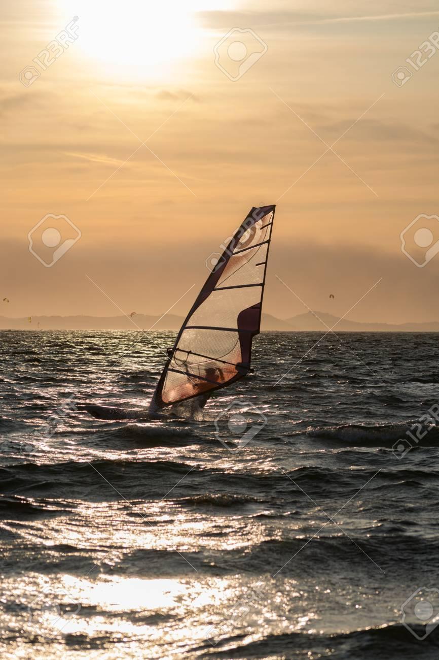 Coucher De Soleil Sur La Mer Ou L Ocean Et La Planche A Voile Extreme Freestyle France Giens Banque D Images Et Photos Libres De Droits Image 88057312