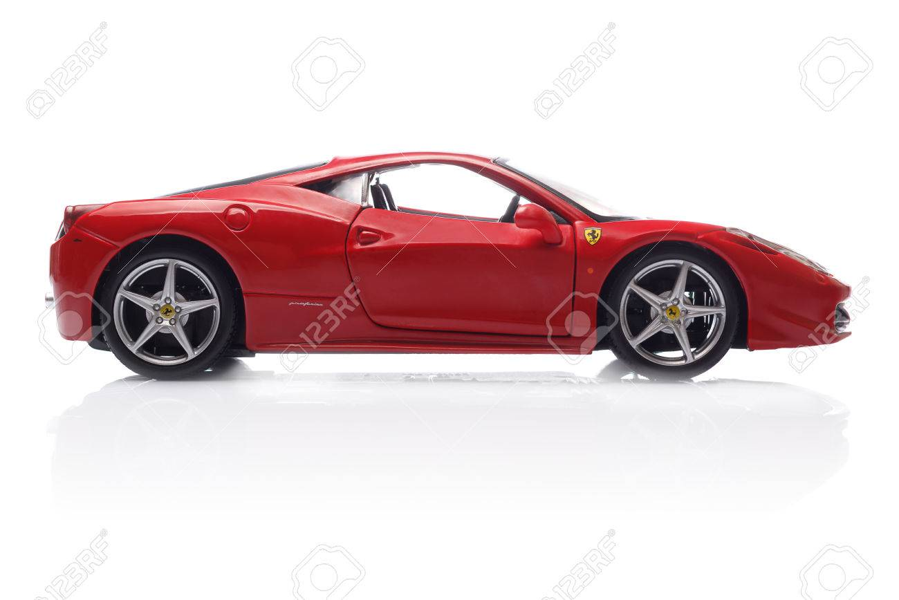 Kriwoj Rog Ukraine August 22 Toy Ferrari 458 Italia Auf Weißem Hintergrund Freitag 22 August 2014 Lizenzfreie Fotos Bilder Und Stock Fotografie Image 31081874