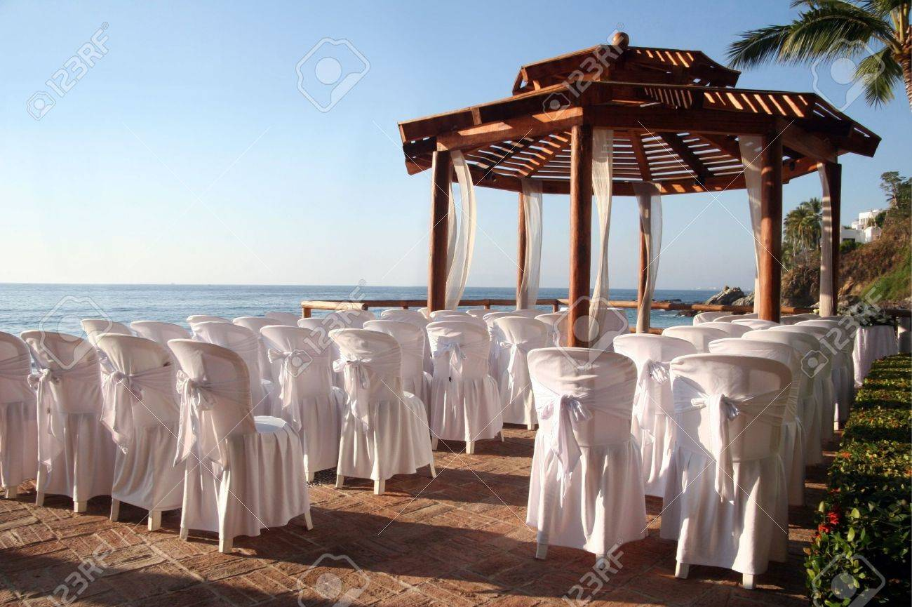 Tropical settings for a wedding on a beach Stock Photo - 2587559