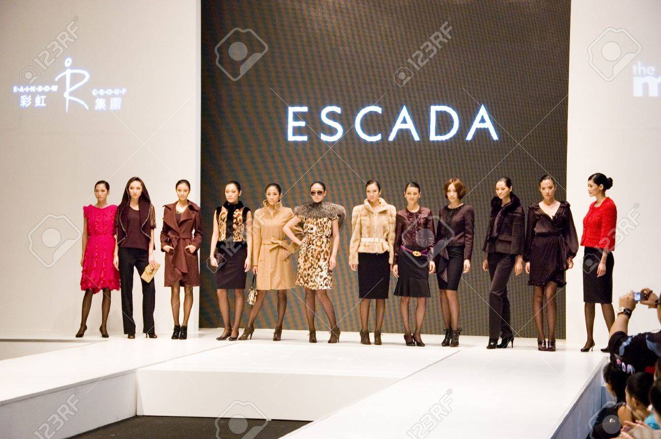 CHINA, SHENZHEN - SEPTEMBER 27: Fashion Week, models promote European brands, September 27, 2009 in Shenzhen, China. Stock Photo - 8465797