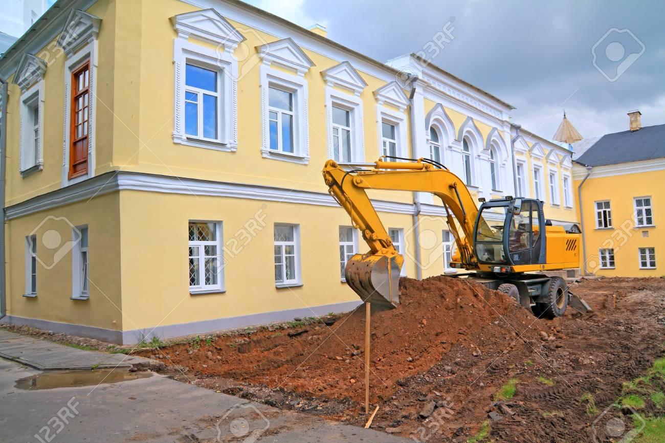 excavator near townhouse Stock Photo - 9867376