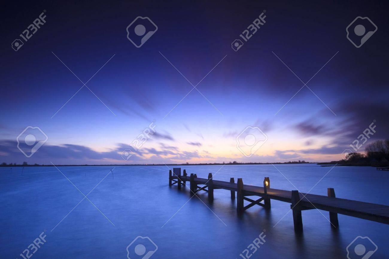 A tranquil sunset over a lake in the Netherlands Standard-Bild - 5932813