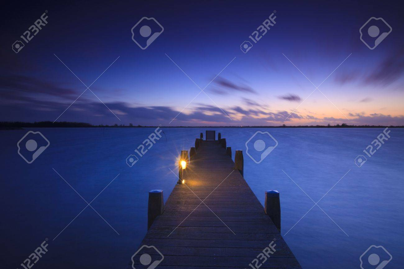 A tranquil sunset over a lake in the Netherlands Standard-Bild - 5932805