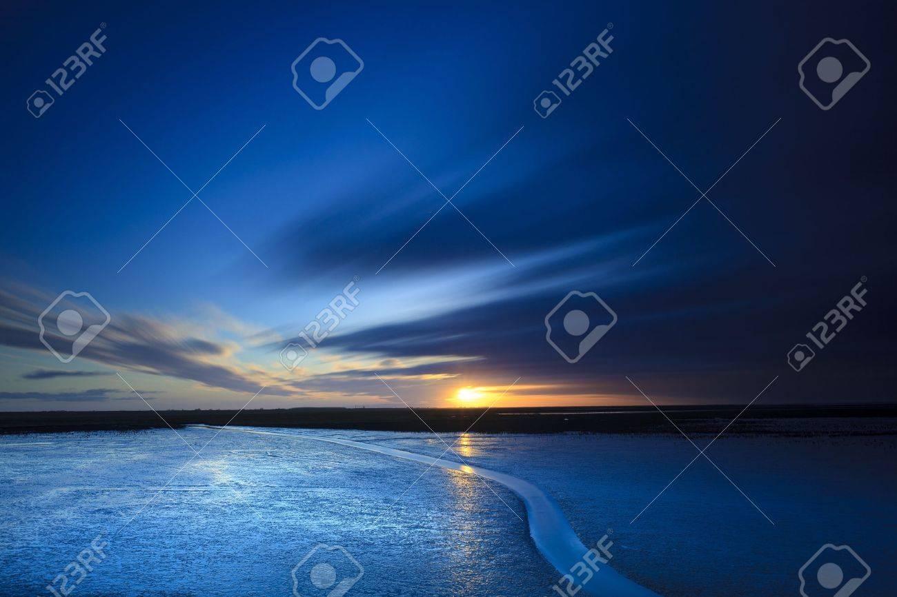 Sunset at the beach Standard-Bild - 8826224