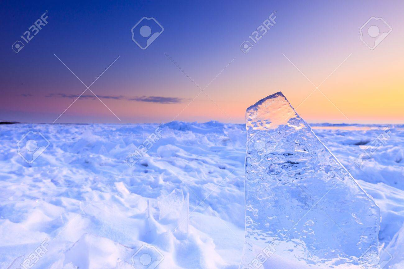 Shelf ice in winter with a beautiful sunset Standard-Bild - 13874943