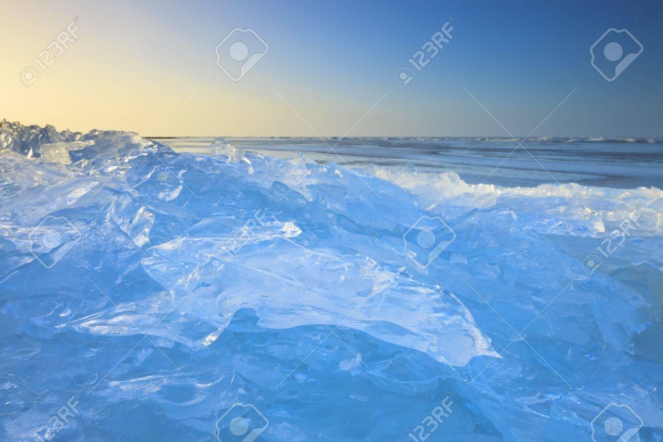 Shelf ice in winter with a beautiful sunset Standard-Bild - 13874951
