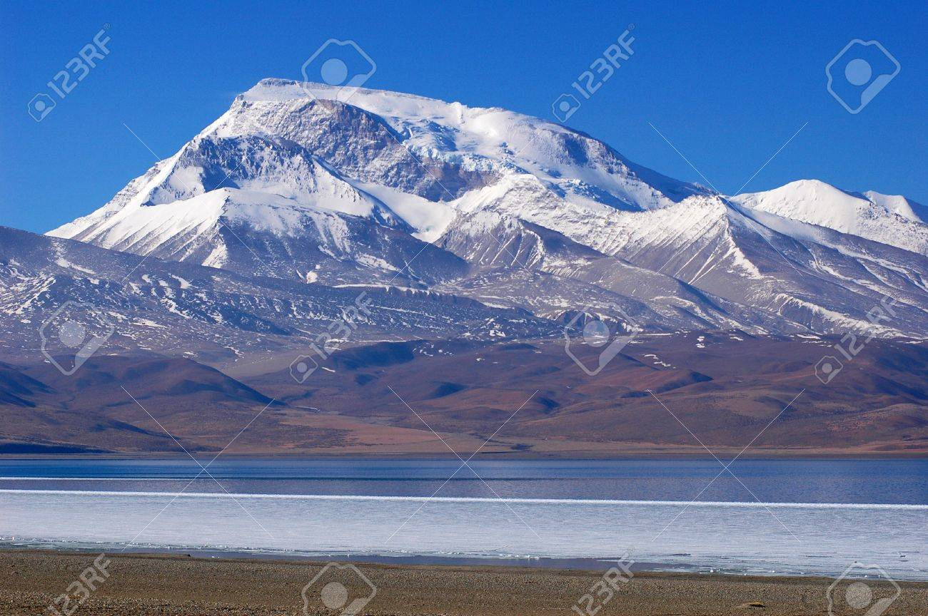 Landscape of snow mountains and blue lake in Tibet Stock Photo - 8619638