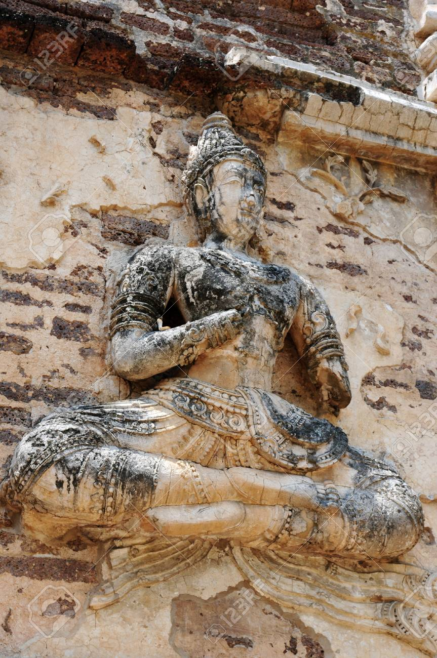 Ancient wat ruins of Buddha sculpture in Chiang Mai,Thailand Stock Photo - 20352613