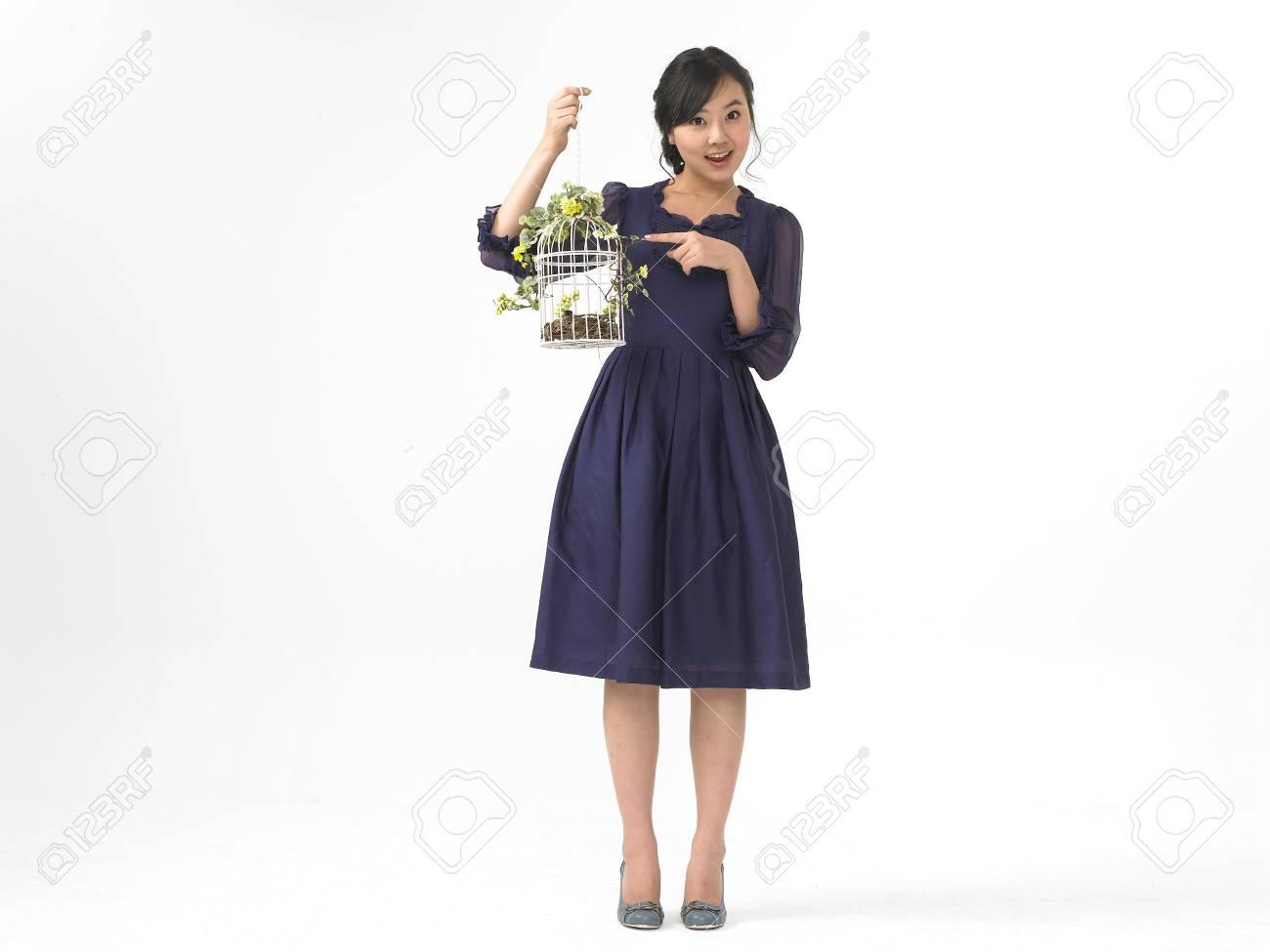 Mujer Modelo Moda Blanco En Asiática Vestido Con Formal Look Aislado uTPkXZiO